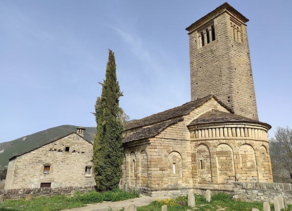 Iglesia de San Pedro de Lárrede