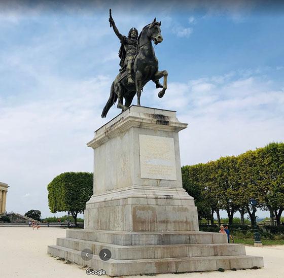 estatua ecuestre de Louis XIV