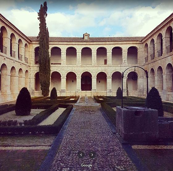 Patio del monasterio de Santa Clara