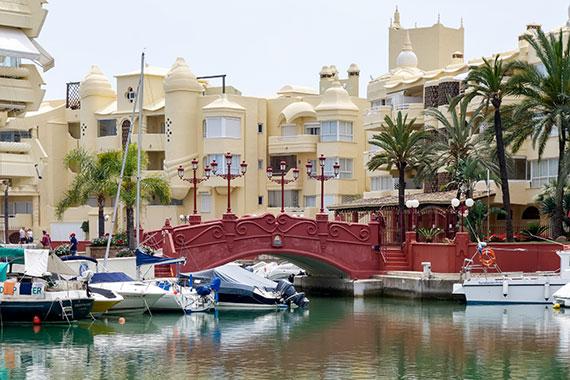 Puente en el puerto de Benalmádena